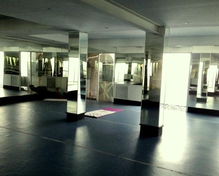 Por primera vez, en tres años, todos el salón de yoga para mí